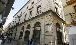 Cajasol estudia abrir un gran museo en su sede de la calle for Oficinas caixa malaga