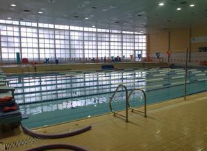 El imd reduce el horario de las piscinas p blicas por for Piscinas imd sevilla