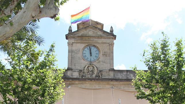 http://www.abcdesevilla.es/Media/201006/30/bandera-ayuntamiento--644x362.jpg