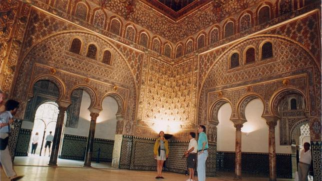 El alc zar con visos de superar el mill n de turistas en for Salon los azulejos