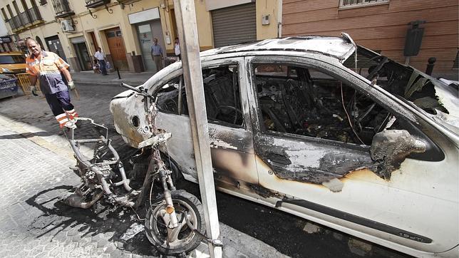 El Ayuntamiento investiga el incendio de contendores en Conde de Bustillo