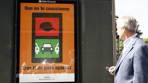 La Policía inicia una campaña para que no se pague a los «gorrillas»