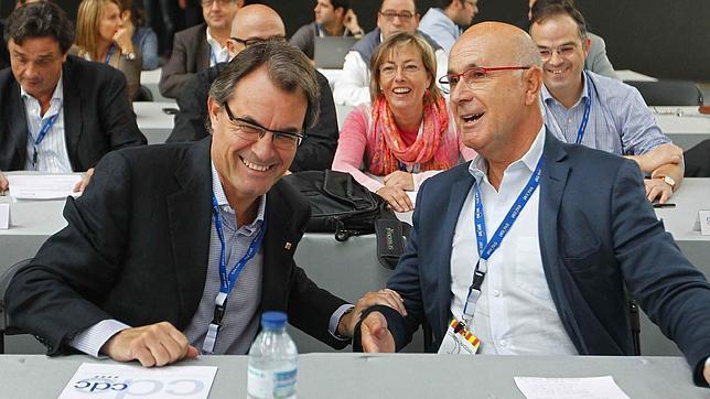 Duran dice que los andaluces reciben el PER «para pasar el día en el bar»