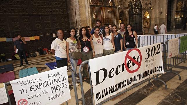 Los interinos encerrados denuncian que Educación ha dejado de negociar