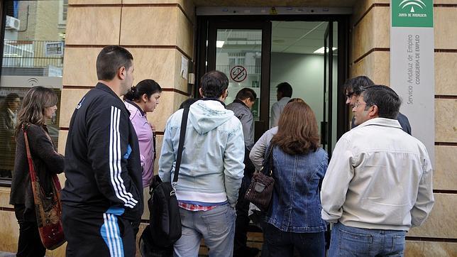 Sevilla, con 257.500, la provincia andaluza con más parados
