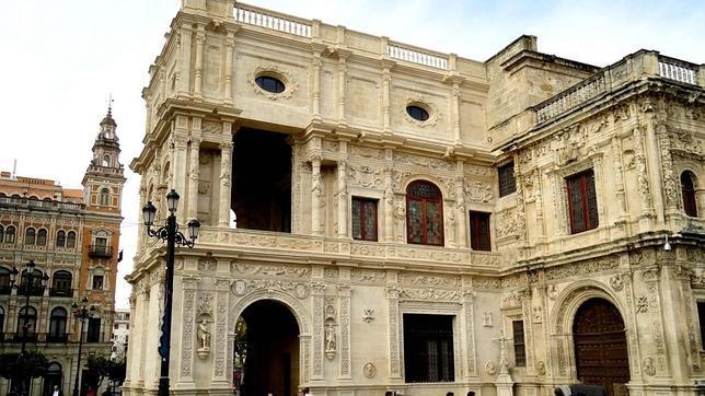 Fachada posterior del ayuntamiento de sevilla obra for Casas de alquiler baratas en sevilla y provincia