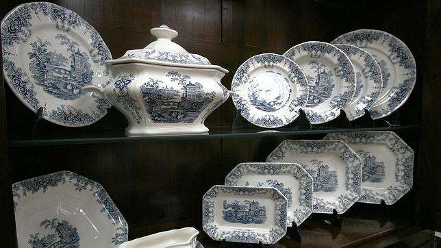 Una de las vajillas cl sicas de la cartuja for Vajillas porcelana clasicas