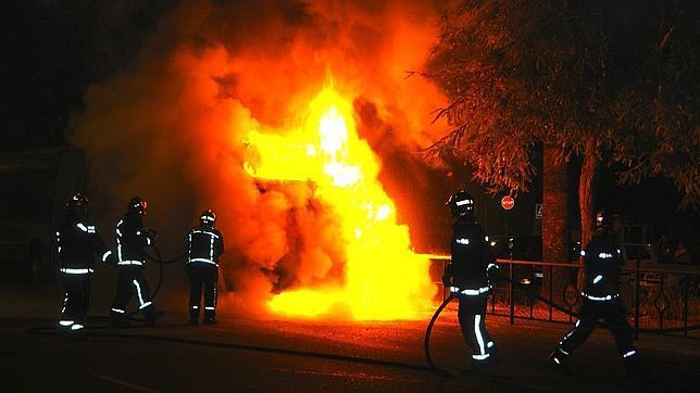 Arde un autobús de Tussam en Santa Aurelia