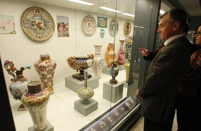 El legado de la cer mica pickman en el museo de artes y - Ceramica de la cartuja ...