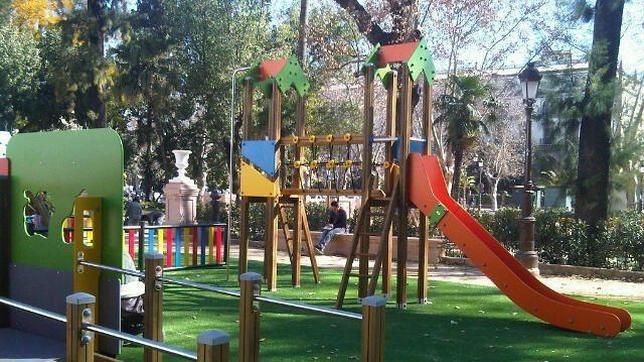Instalado el parque de juego para ni os con discapacidad en el cristina for Juegos para jardin nios