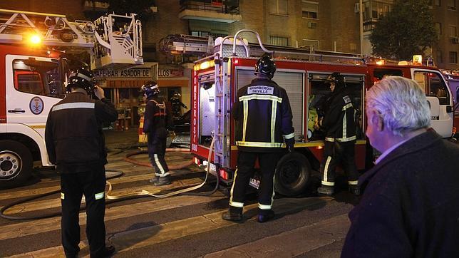 Desalojados varios vecinos de Triana por un incendio en un bar