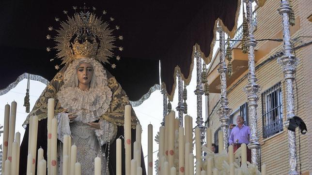 Las cofradías de los barrios se consolidan el Viernes de Dolores