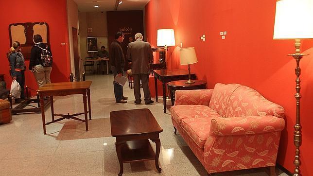 Sevilla ingresar euros por los muebles for Subastas duran muebles