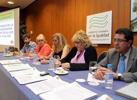 Asociaciones de hombres y mujeres piden igualdad de trato ante la Ley