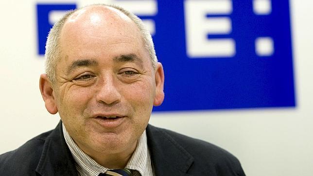 Pastrana lamenta que el Parlamento investigue los ERE «con los parados que hay»