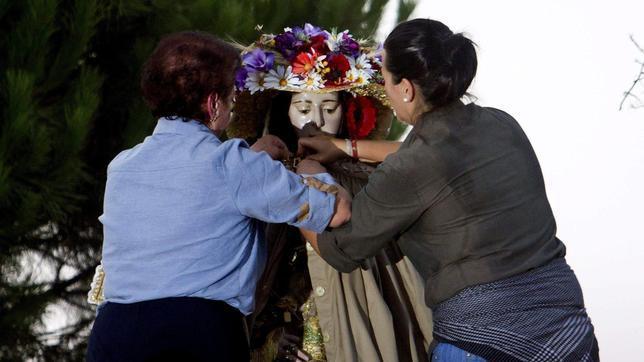 La Virgen del Rocío llega a Almonte en medio del fervor de sus fieles