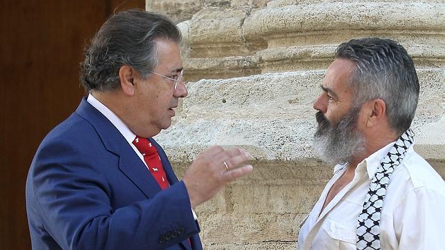 Zoido s nchez gordillo est da ando la imagen de espa a for Ministro de interior espana