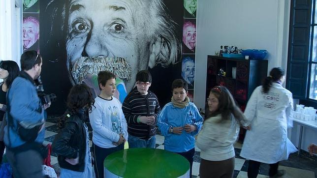 Sevilla se transforma en un laboratorio en la «Noche de los investigadores»