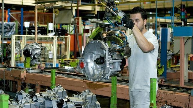 Renault creará 250 empleos en Sevilla a cambio de trabajar más y ...