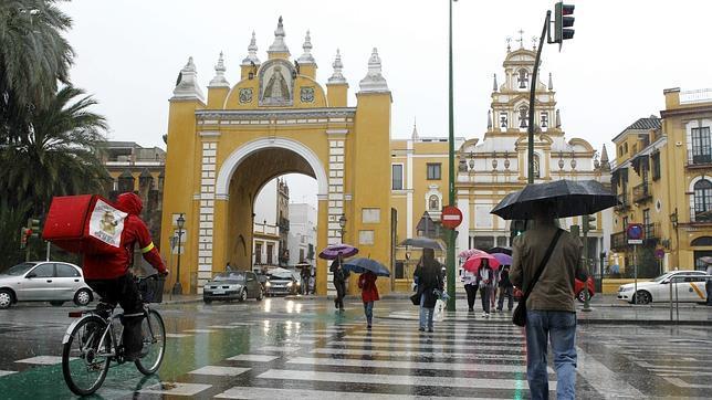 ¡¡¡ SALUDOS CHICAS...!!!   Un nuevo dia brillara Lluvia-sevilla-macarena--644x362