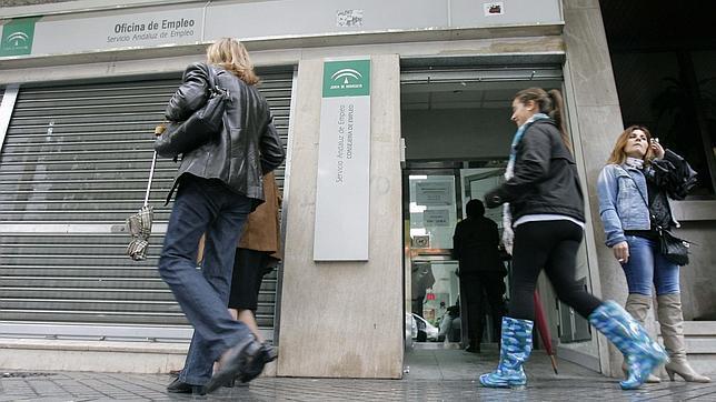 El paro afecta ya a cordobeses for Oficina de desempleo malaga