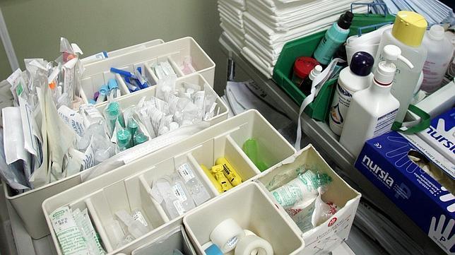 Faltan gasas guantes y jeringas en hospitales y centros for Material fungible de oficina