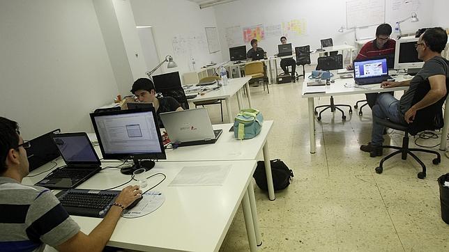 Los andaluces anteponen ser felices en el trabajo a ganar for Oficina adecco madrid