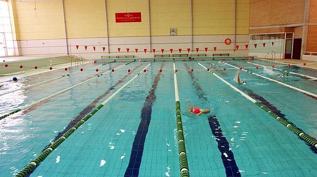 Desconvocada la huelga indefinida de la piscina de san for Piscinas imd sevilla