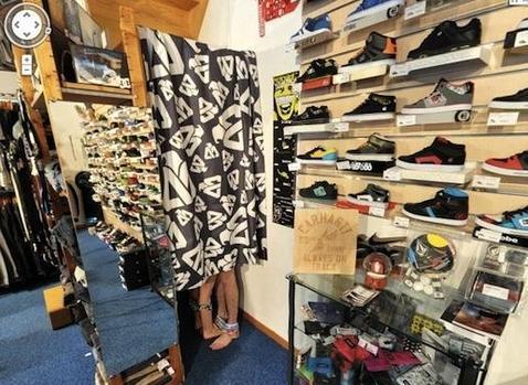 La tienda que enga a google con la ropa interior por los for Probadores de ropa interior