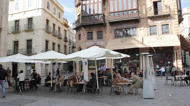 Urbanismo limpia el centro de veladores sin licencia for Cerramiento terraza sin licencia
