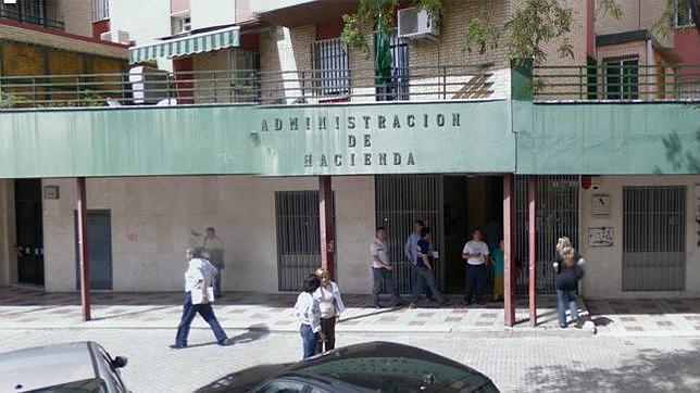 La agencia tributaria cierra el 25 de febrero las oficinas for Oficinas de hacienda en sevilla