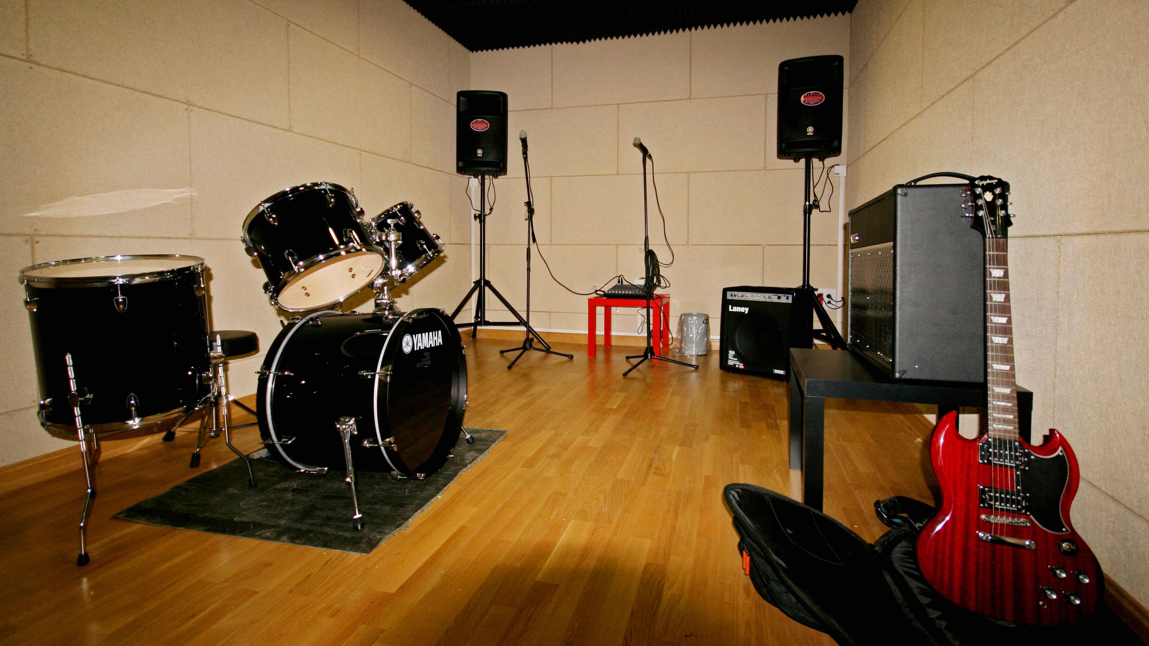 Queres hacer una canción y no tenes instrumentos? Entra...