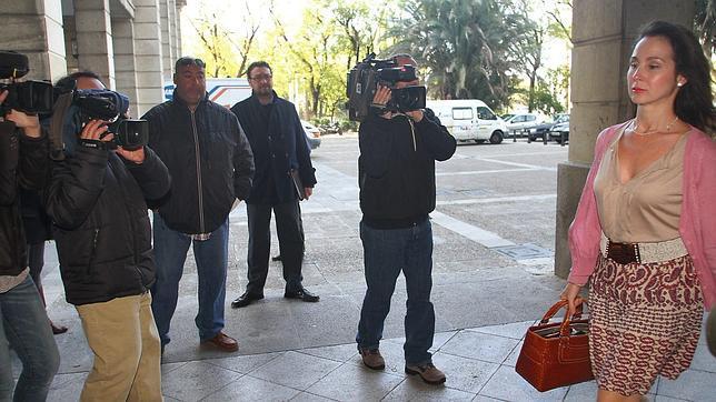 Periodistas de los ere se quejan del mal acceso a los abogados for Juzgados viapol sevilla