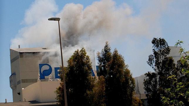 Cuatro heridos en el incendio de la f brica de pers n for La fabrica del mueble sevilla