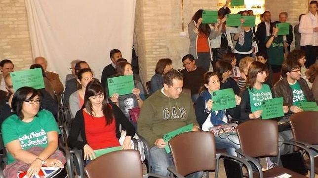 Profesores interinos boicotean un acto de la consejera de Educación
