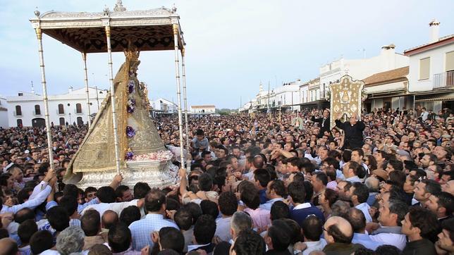El Rocío 2013: El orden vuelve a la procesión