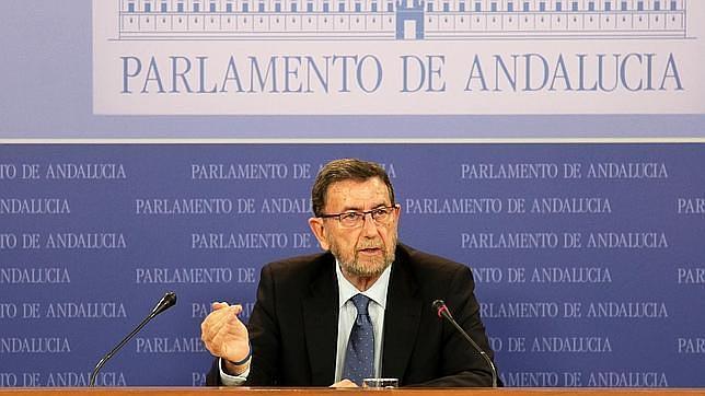 El presidente del Parlamento andaluz da marcha atrás a su subida de sueldo