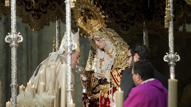 Multitudinario acto de Coronación de la Virgen de los Dolores en la Catedral