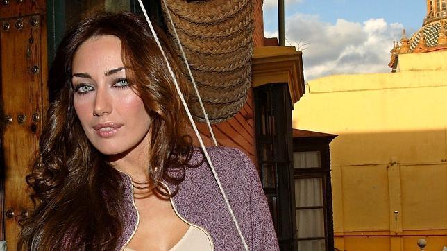 La modelo Lola Alcocer, nacida en Dos Hermanas, es una habitual de las pasarelas andaluzas desde que fuese en 2002 fuese elegida Primera Dama de Miss España
