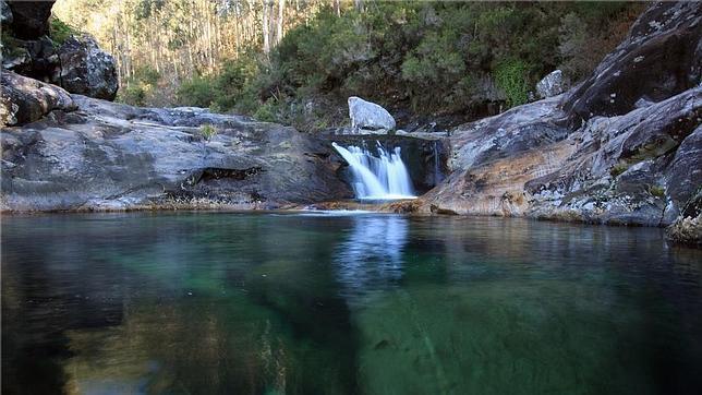 Ocho piscinas naturales con leyenda abc de sevilla for Piscinas trobajo del camino