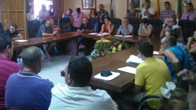 El ayuntamiento de cllar vega ayudar a sus vecinos a for Oficina consumidor granada