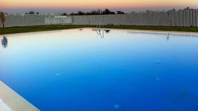 Inaugurada la nueva piscina municipal for Piscina municipal de granada