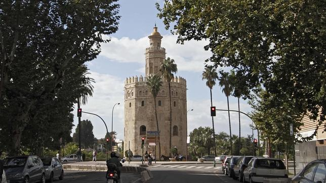 La Torre del Oro se encuentra situada en el Paseo de Colón