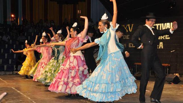 Dos Hermanas Lleva A Murcia El Folclore Y La Danza Popular