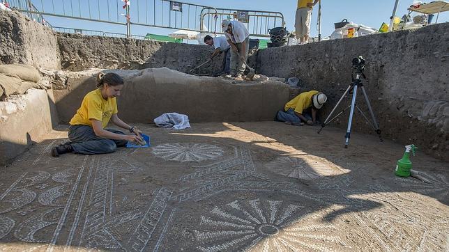 Hallan otro mosaico del Alto Imperio Romano en Cástulo