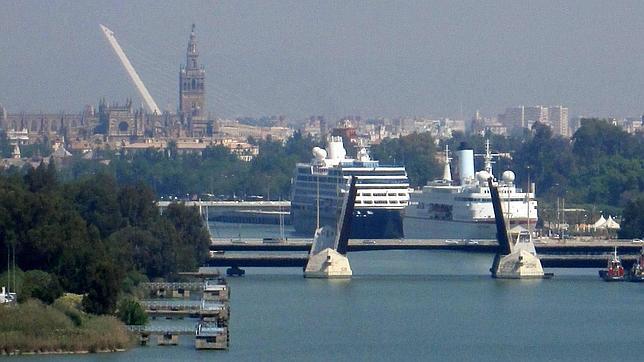 El puerto de Sevilla vuelve a licitar la gestión de su terminal de contenedores