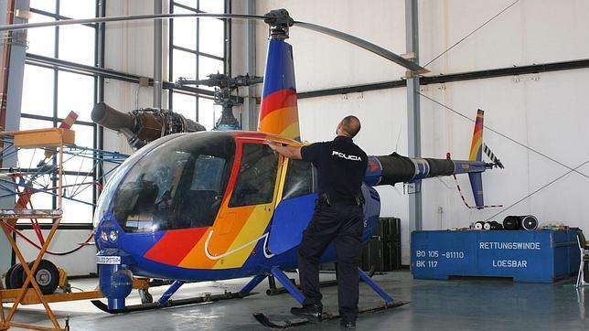 Tres detenidos tras aparecer en Dos Hermanas un helicóptero robado en una finca de Córdoba