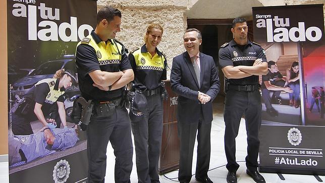 El Ayuntamiento pone en marcha una campaña para mejorar la imagen de la Policía Local