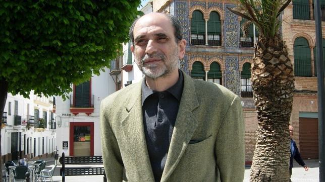 Carmona reconoce al historiador y archivero Antonio García Rodríguez