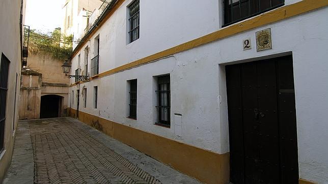 En la calle Judería estaba plantado el magnolio que menciona Cernuda en «El magnolio»